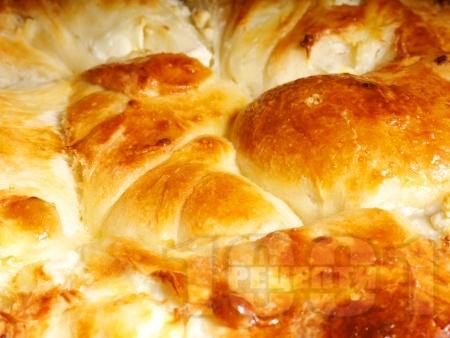 Домашен тутманик с яйца и сирене - снимка на рецептата